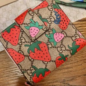 TODAY SALE🍓Authentic Gucci Strawberry Wallet 🍓